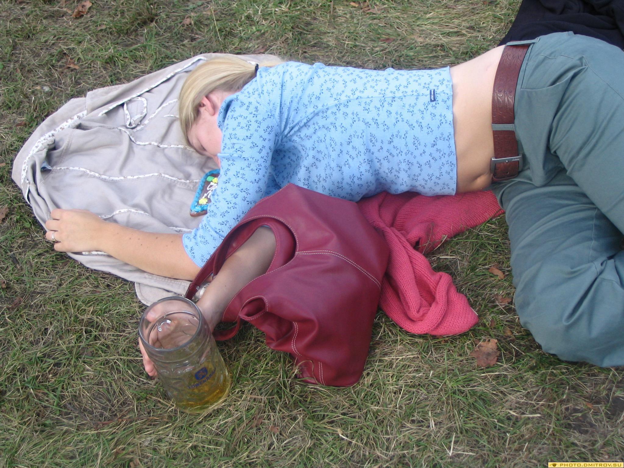 Пьяную девочку в попу онлайн 5 фотография